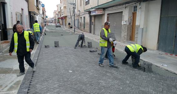 Trisacor mejorando el entorno de la Plaza de la Constitución en Ceutí